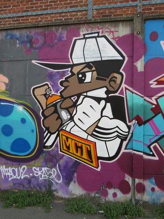 Aubervilliers, Ranska: Rue Pierre Larousse, sur le mur d'enceinte de bâtiments industriels, vous découvrirez ces fresques