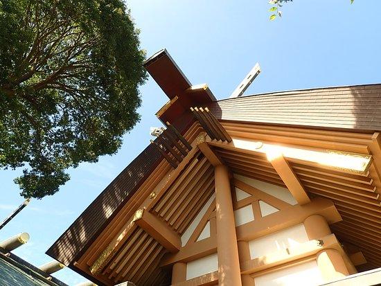 特に屋根の千木が立派でした。