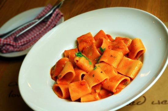Per Te Restaurant: Mezzi paccheri gragnano all'arabiatta (s rajčatovou omáčkou, česnekem a feferonkou)