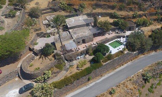 Agriturismo Dammusi il Cortiglio Pantelleria visione aerea con drone