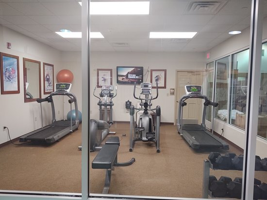 Online, search the fitness room and you will see how different it looks online versus what I witnessed.