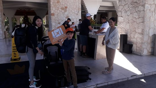 Happy customers of Cancun Airport Transportation