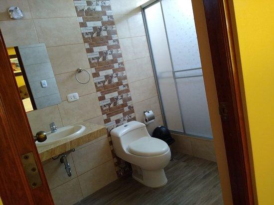 San Andres, Перу: Servicio de habitación - ducha con puerta acrilica