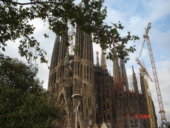 Basilica of the Sagrada Familia Admission Ticket with Tower Access: Desde el Bus turístico