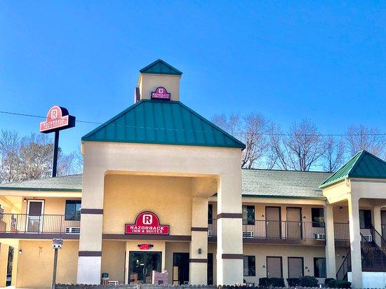 Razorback Inn & Suites