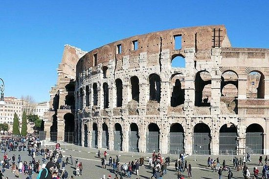 Acceso escoltado al Coliseo de vía...