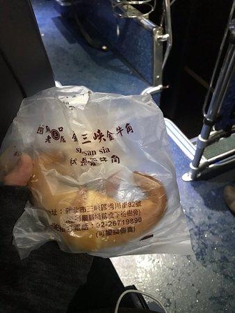 外はサクサクなかはふわふわ✨  牛の角を模して?作ったパン。