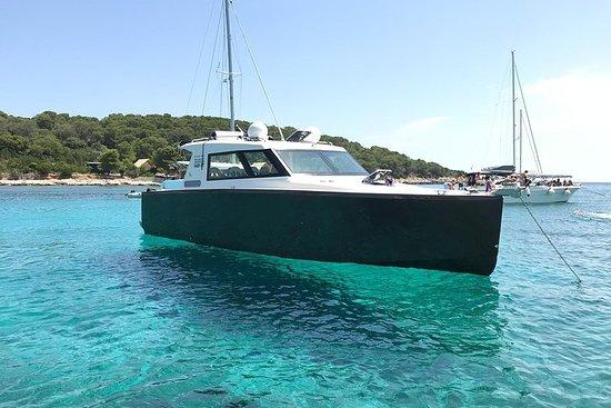 プライベート・ブルーケーブとスプリットからの6つの島ツアー - 豪華ボート