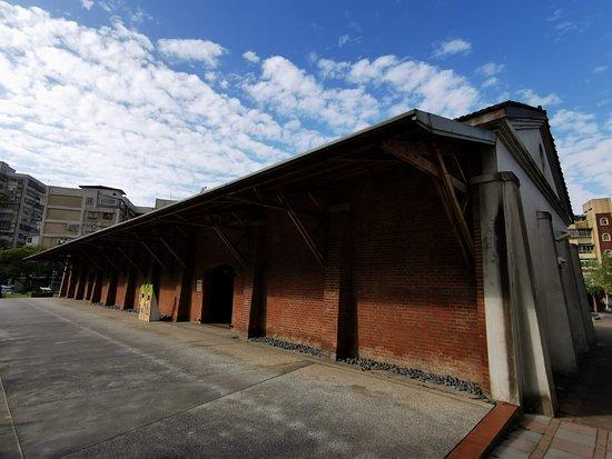 台灣萬華: 糖倉開門展覽區的建築本身為原日據時代台灣製糖株式會社的倉庫
