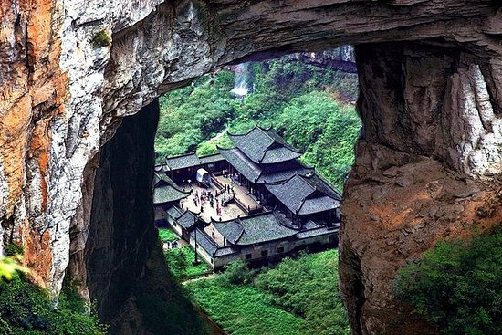 1 dags privat tur til Wulong Stone Bridges and Canyon i Chongqing...