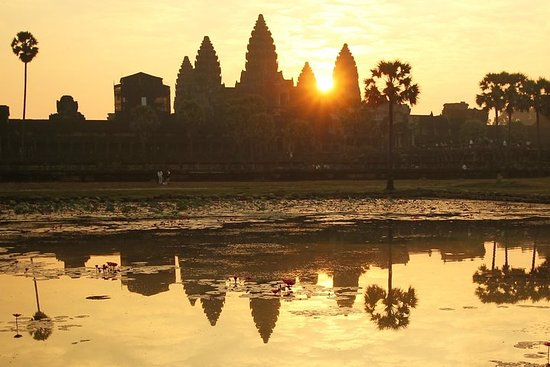 Vintage Jeep Tour: Angkor Wat Sunrise...