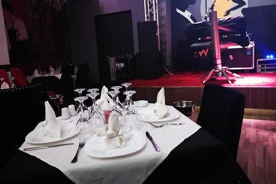Foto de Cena show en un restaurante marroquí.