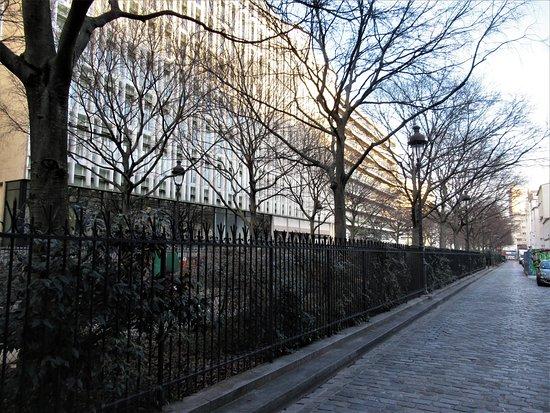 Square vu de la rue Aicart