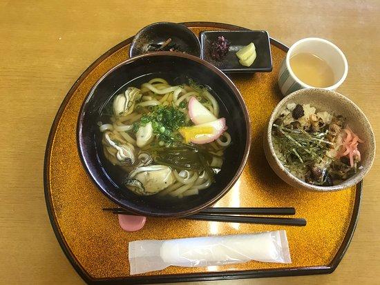 穴子飯と牡蠣うどんセット(^。^)