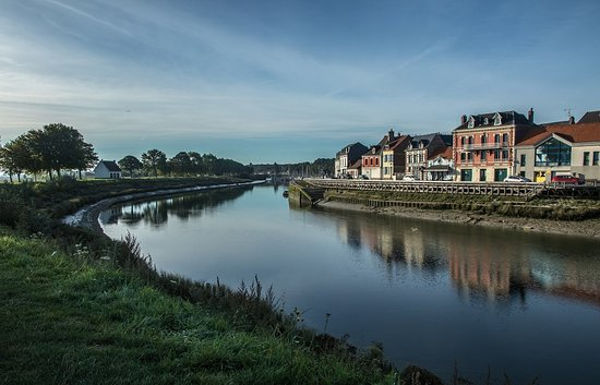 Saint-Valéry - Vue sur le Ville basse & la Somme canalisée, depuis le phare