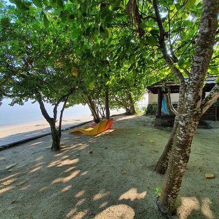 Kampong Dedaun beach