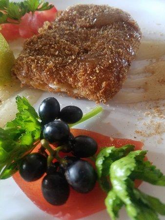 Αγία Βαρβάρα, Ελλάδα:   Feta saganaki baked in olive oil accompanied with thyme honey!
