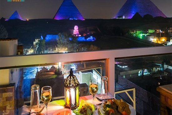 Great Pyramid Inn Dinner With Pyramids View – fotografia