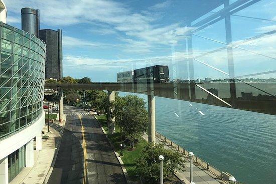 Detroit Downtown på People Mover...