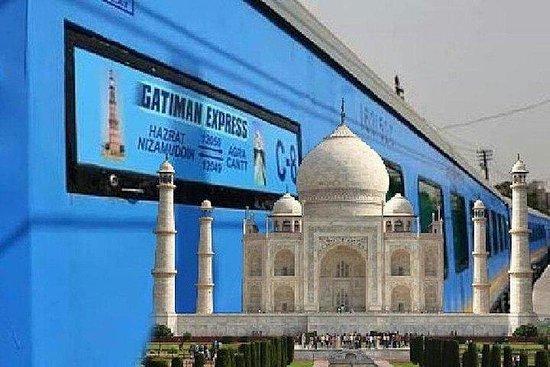 來自德里的泰姬陵之旅,乘坐超快火車-全包。