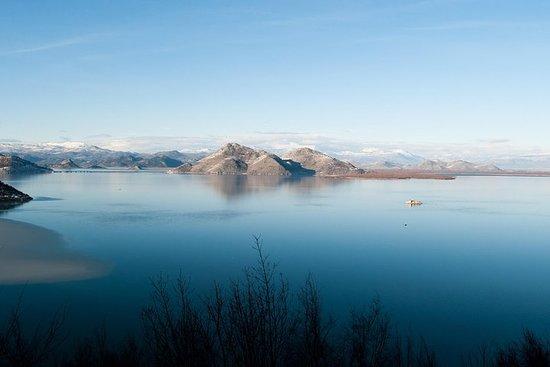 Lac de Skadar avec Rijeka Crnojevica...