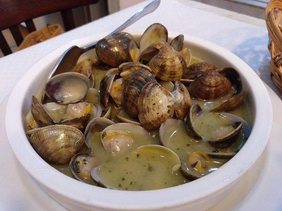 Almejas en salsa marinera