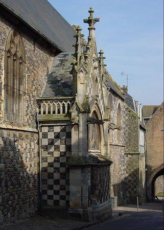 Eglise Saint-Martin - Côté latéral de l'église , vue 2