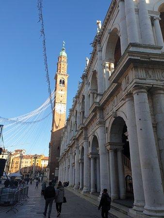 Uma bela cidade com um centro histórico bonito