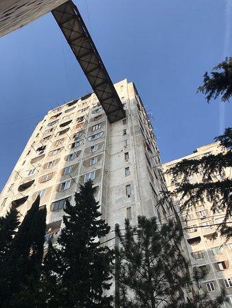 A világ lemezlovasai a lenti videóban álltak ki Tbiliszi raverei mellett.