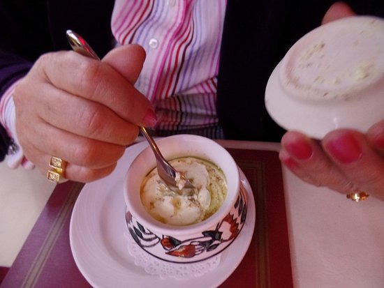 Mayur Indian Restaurant: The ice cream served in a very pretty bowl