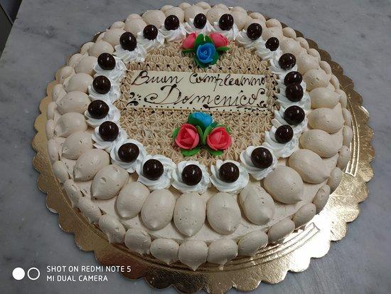 Pasticceria Caffetteria Giocosi Di Boseggia Silvio & C. Snc: Torta nocciola, chantilly e amaretto
