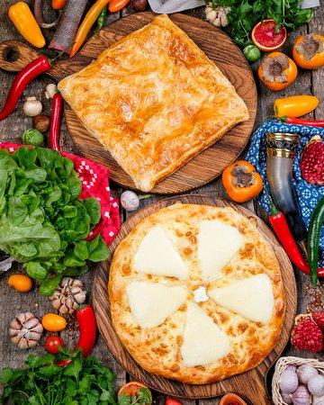 Хачапури и немыслимым количеством сыра!