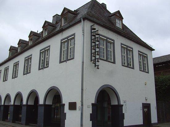 Lahnstein, Nemačka: Glocken-Spiel am am Salhof Platz.