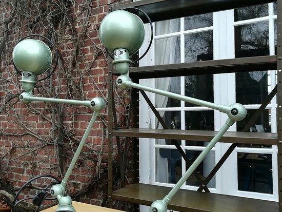 Morgny, France: Anciennes lampes jielde restaurées par nos soins.Disponible.