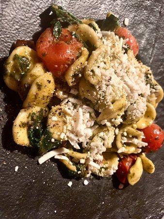 La Punt-Chamues-ch, İsviçre: Wir haben wie jedes Mal die sehr feine pulinesische Küche sehr genossen!! Das Personal wie auch das Gastgeber Paar bieten ein absolutes perfektes Ambiente!