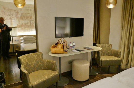 Helle, warme und komfortable De Luxe Zimmer