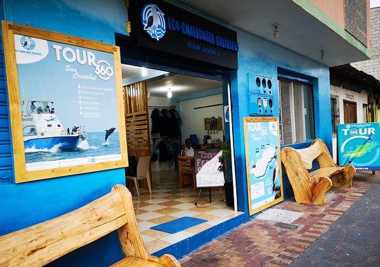 San Cristobal, Ecuador: Portada principal Eco-Challenger Galápagos Tour Agency