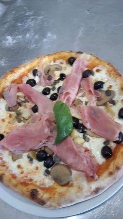 Carbonate, Италия: Pizzeria D'Asporto Santa marina