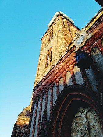 Chelmza, Poland: Imponująca budowla, niestety, choć była to niedziela, nie można było wejść do środka.