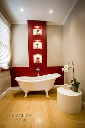 Luxury Honeymoon Suite bathroom