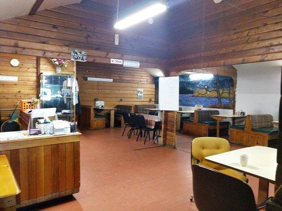 McGrath, AK: Restaurant room