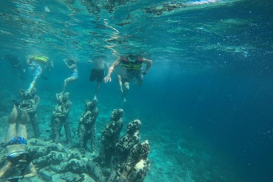 Snorkeling Tour In Gili Trawangan...