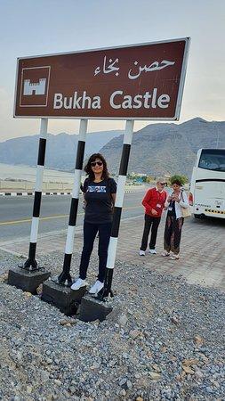 Bukha, Oman: impresionante este castillo al lado de una mezquita