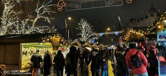 Una piazza che a Natale si rempie di magia
