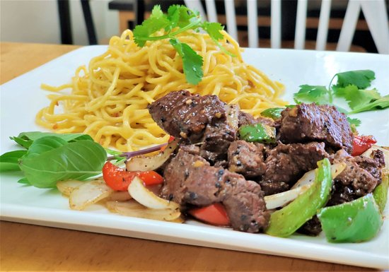 Garlic Noodle & Shaken Beef ( Filet Mignon ). Mì Tỏi Xào Bò Lúc Lắc.