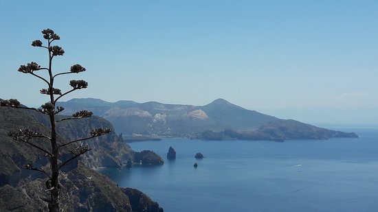 Aeolian Islands Day Trip from Taormina: Lipari and Vulcano: Liparische Inseln