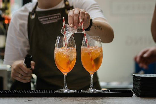 Classic Aperol Spritz... YES PLEASE!