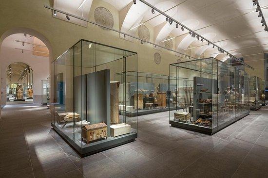 Entrada al Museo Egipcio de Turín con...