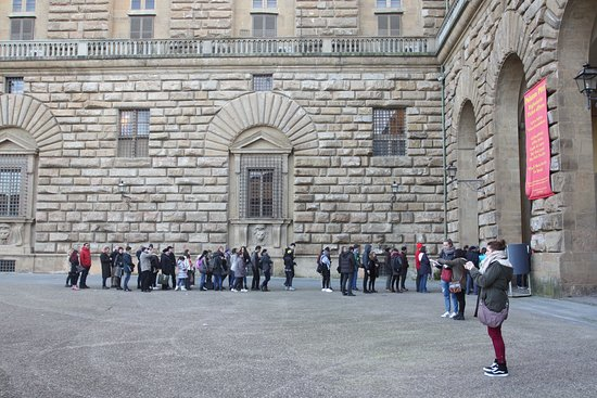 The queue is 10 times less than in the Uffizi.