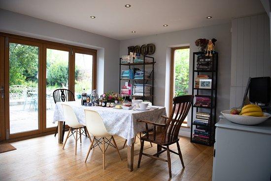 Broadmayne, UK: Breakfast is served